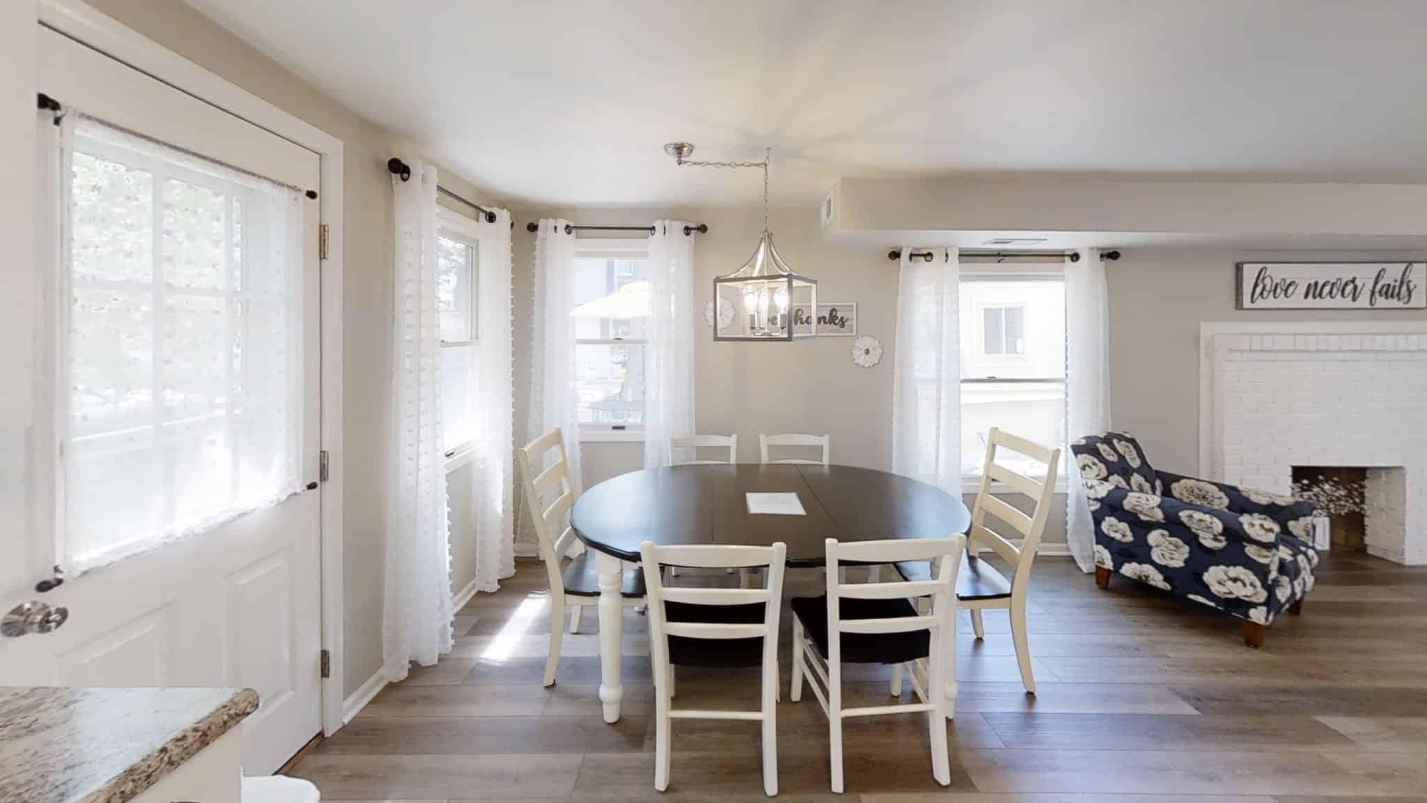Barakel-Cottage-Dining-Room