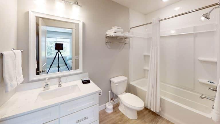 Mary-Cottage-Bathroom (1)